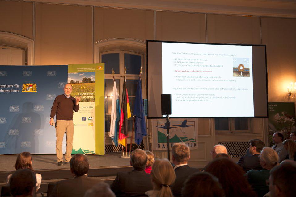 Prof. Dr. Harald Lesch hält einen Vortrag am 1. Bayerischen Natura 2000-Gipfel am 29. Januar 2018 in Schloss Nymphenburg.