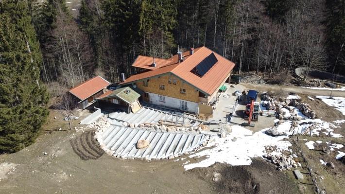 Draufsicht auf die Frasdorfer Hütte in Aschau.