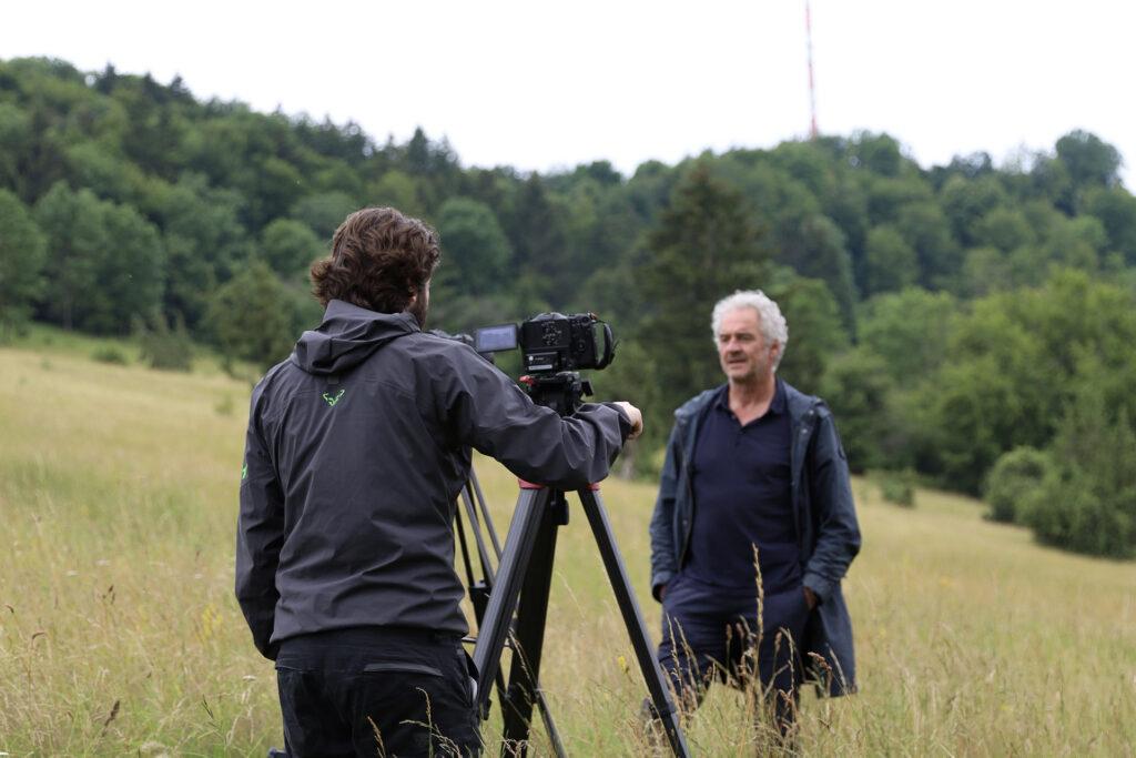 Norbert Metz, Gebietsbetreuer des Hesselbergs wird interviewt.